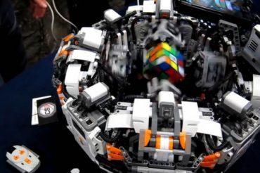 Dünyanın en hızlı Rubik küpü çözücüsü