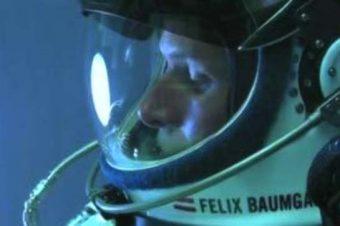 Uzaydan atladı üç rekorla indi